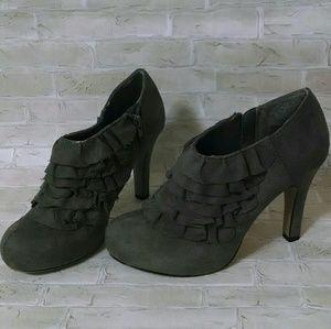 madden girl Women's bootie heels size 6
